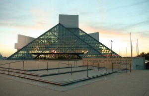 800px-Rock-and-roll-hall-of-fame-sunset